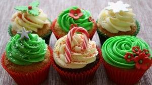 Cupcake con decorazioni natalizie